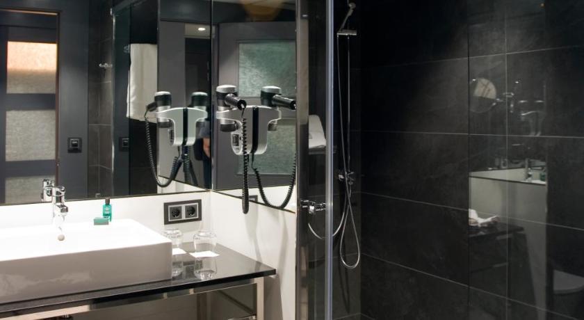 Hotel Val De Neu-10644245