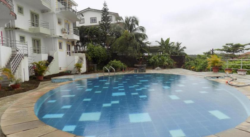 Schwimmbad 4BHK Sea Facing Independent Villa In Nerul: CM067