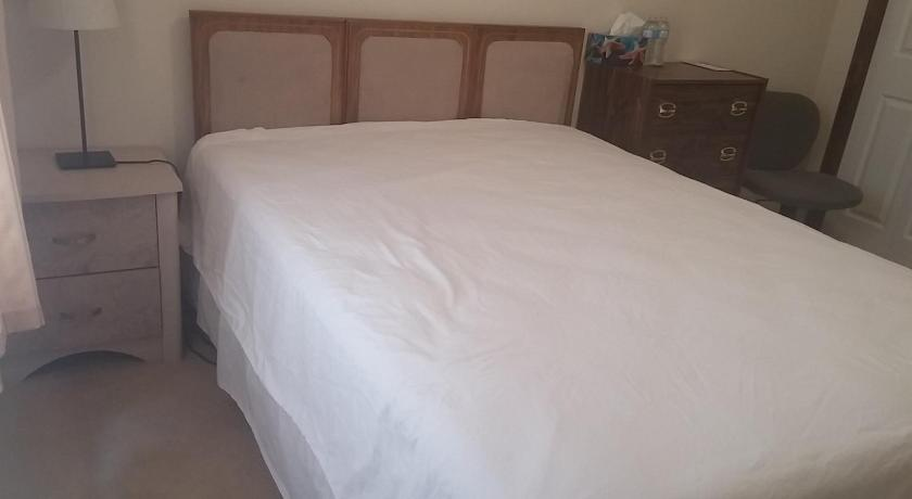Comfortable Home 12 minutes to Airport