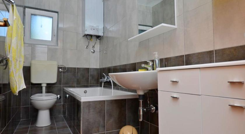 Two-Bedroom Apartment - Bathroom Apartment Gvozden