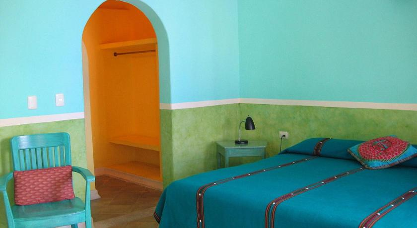 King Room with Air Conditioning - Guestroom Hotel Medio Mundo