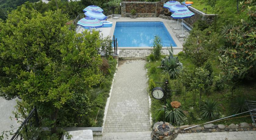 Swimmingpool Mount Villa Kvariati