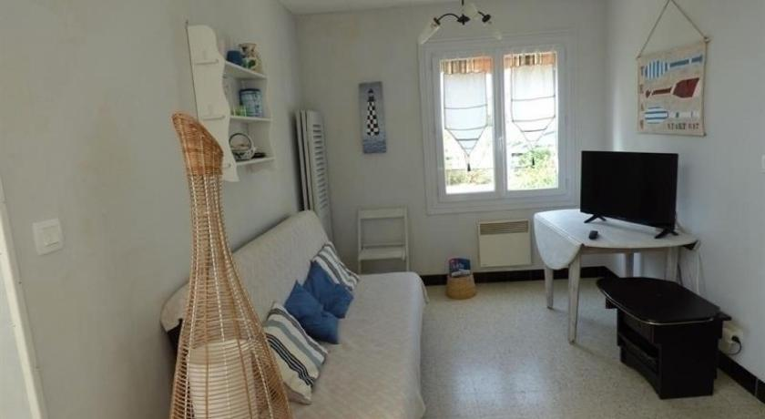 Best Price on House Saint pair sur mer, maison de plain pied dans un ...