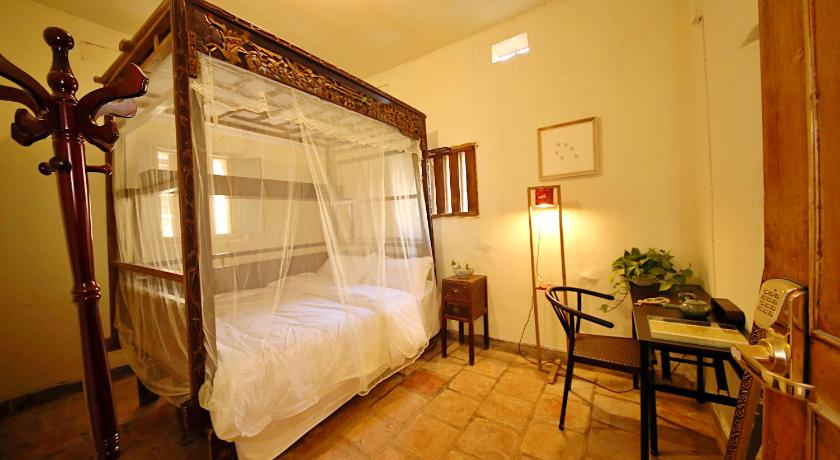 See all 32 photos Lao Cuo Zhai Ren Guesthouse