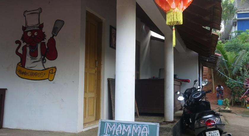 Mamma Chompos. Restaurant and Accommodation