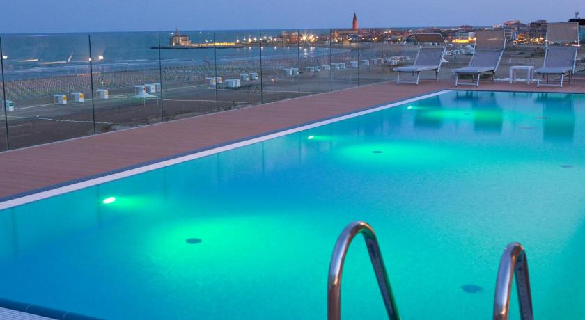 Swimmingpool Hotel Monaco