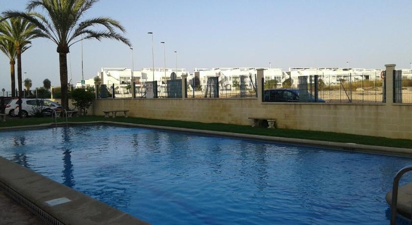 Swimming pool Apartement à La Mata