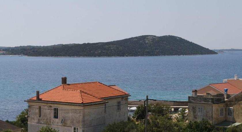 Two-Bedroom Apartment with Terrace and Sea View - View Apartment Uvala Soline 448g