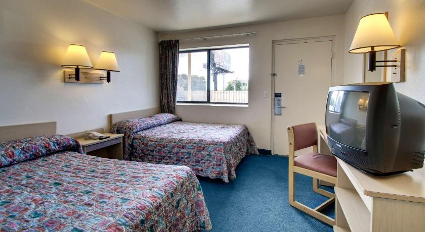 See all 25 photos Motel 6 Des Moines South - Airport