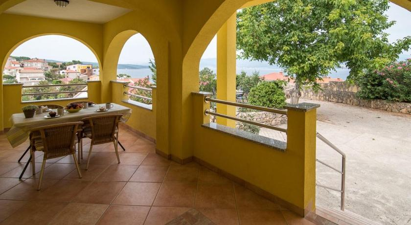 Balcony/terrace Apartment Vrbnik 2