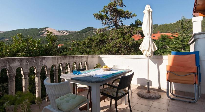 Balcony/terrace Two-Bedroom Apartment in Rab VI