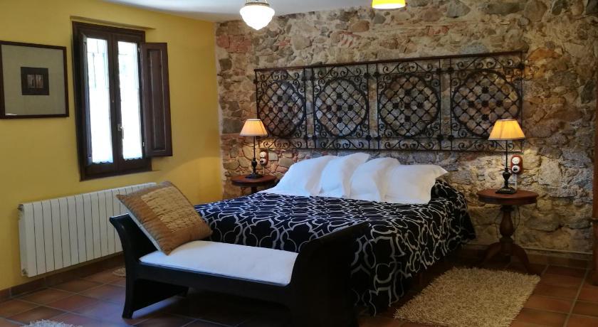 hoteles con encanto en cassà de la selva  18