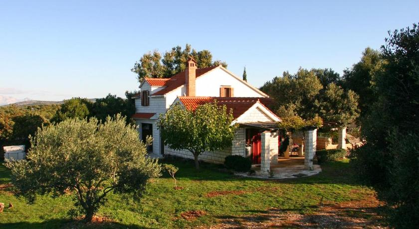 Holiday Home Pucisca 749