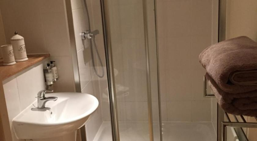 Luxury Bathrooms Norwich 69g luxury apartments | book online | bed & breakfast europe