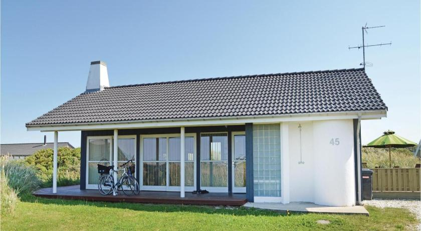See all 24 photos Three-Bedroom Holiday home Hjørring with a room Hot Tub 01