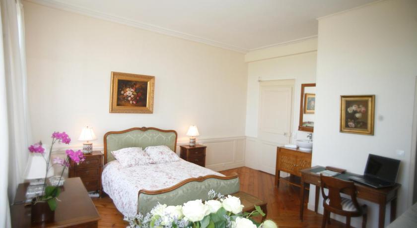 Chambres d 39 hotes autour de la rose book online bed for Chambre d hote autour de la rochelle