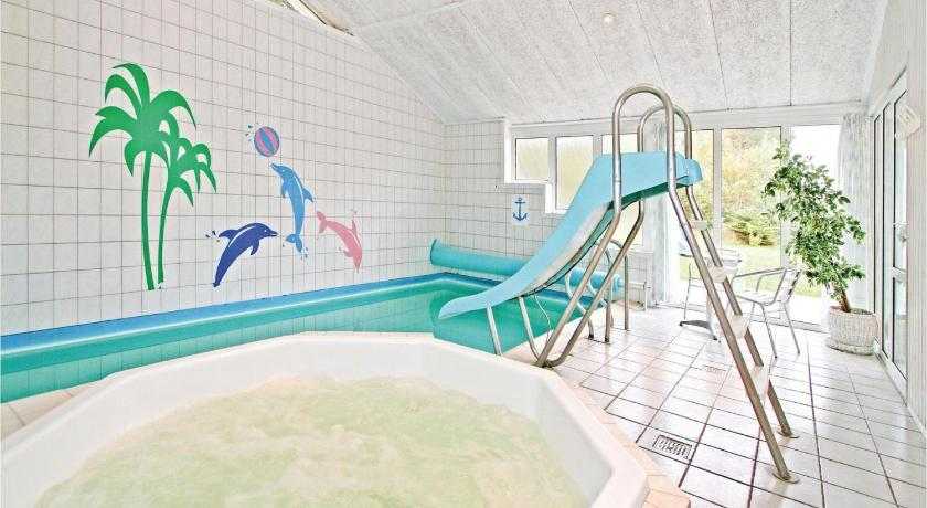 Swimming pool Holiday home Stolt Henriksvej Væggerløse II