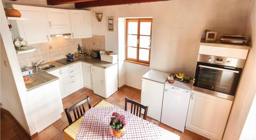 Two-Bedroom Holiday home Pasini 05