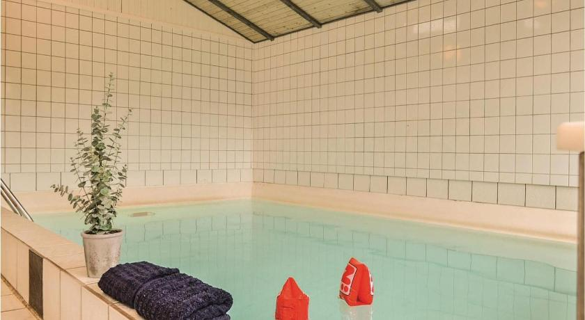 Swimming pool Holiday home Tingodden XII