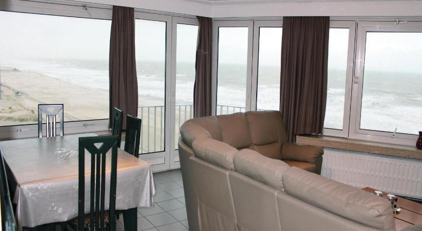 Апартамент с 3 спални Three-Bedroom Apartment Oostende with Sea View 01