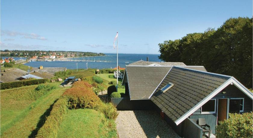 Three-Bedroom Holiday home Hejls with Sea View 08