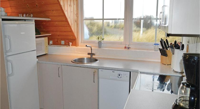 Four-Bedroom Holiday home Ringkøbing with a room Hot Tub 08