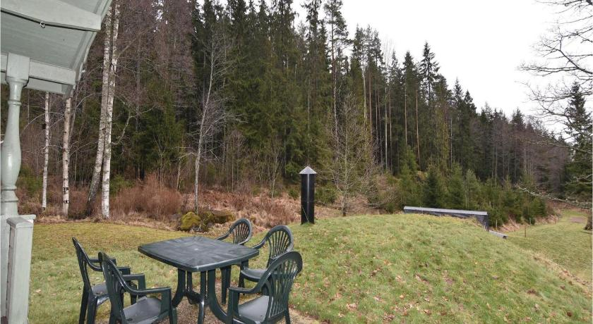 Garden Two-Bedroom Holiday Home in Storfors
