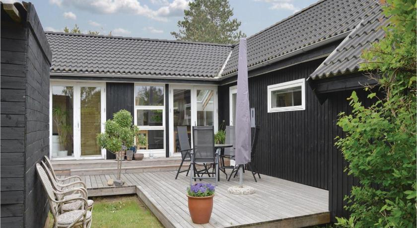 Pohled zvenku Two-Bedroom Holiday home with a Fireplace in Sjællands Odde