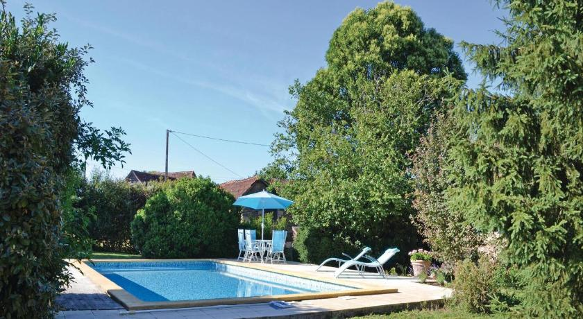 Schwimmbad Holiday home Lussaud, Genis N-636