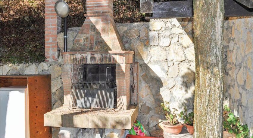 Two-Bedroom Apartment Perugia -PG- with a Fireplace 06