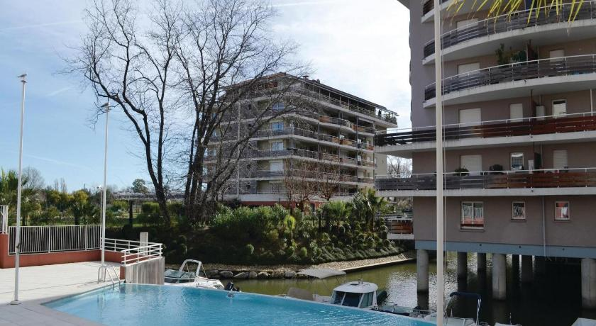 Swimming pool Apartment Mandelieu QR-1549