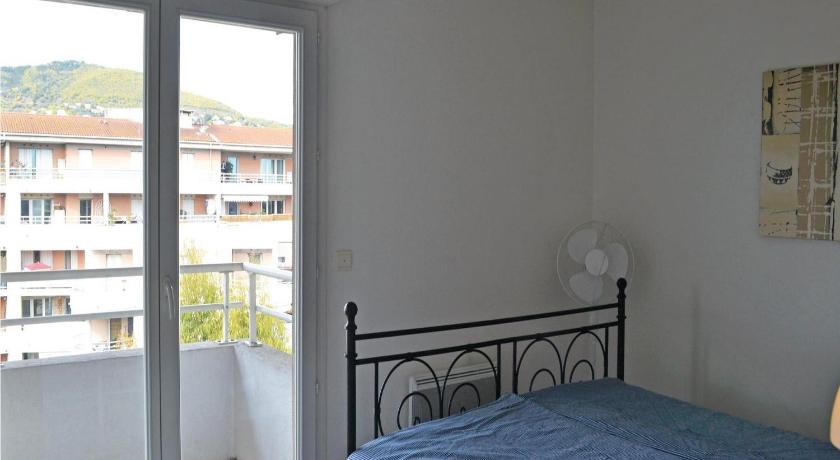 Two-Bedroom Apartment Apartment Mandelieu QR-1549