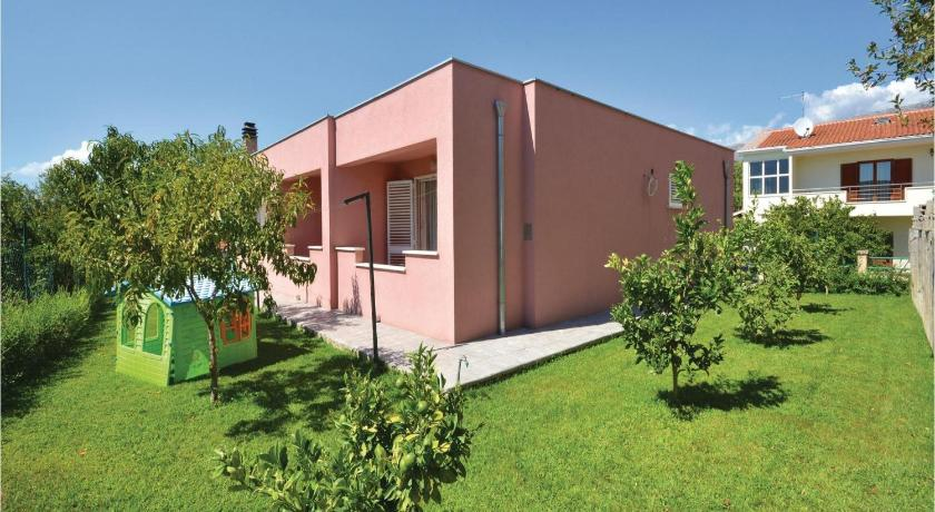 Se alle 34 billeder Holiday home Podstrana with a Fireplace 362