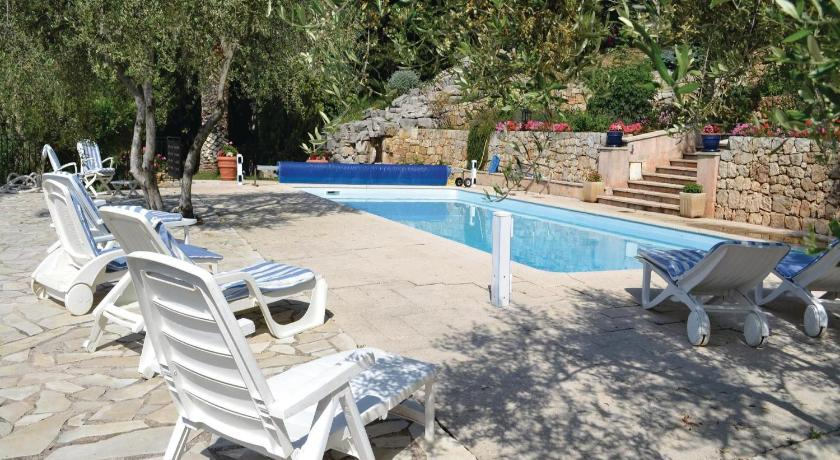Swimming pool Holiday Home Le Tignet Ch.De La Voie Romaine