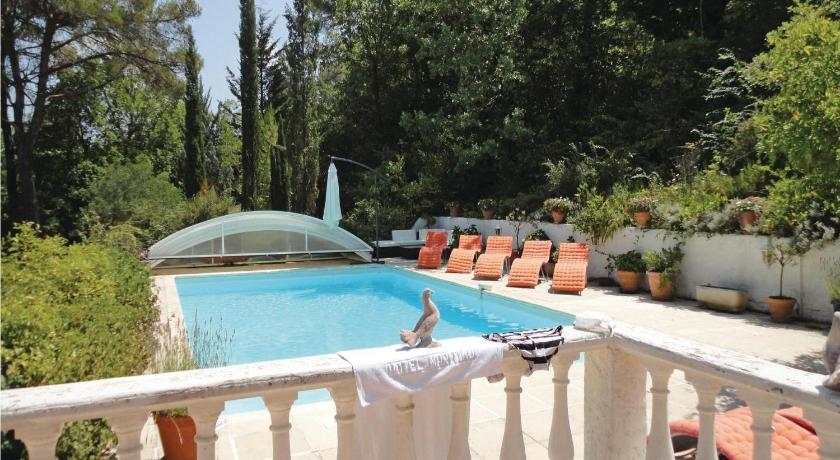 مسبح Holiday home Quartier les Costes