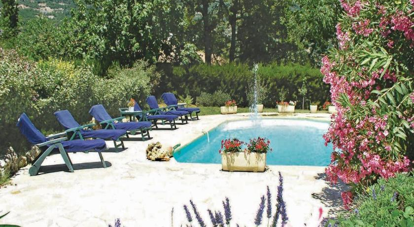 Swimmingpool Holiday home Chemin de La Maure