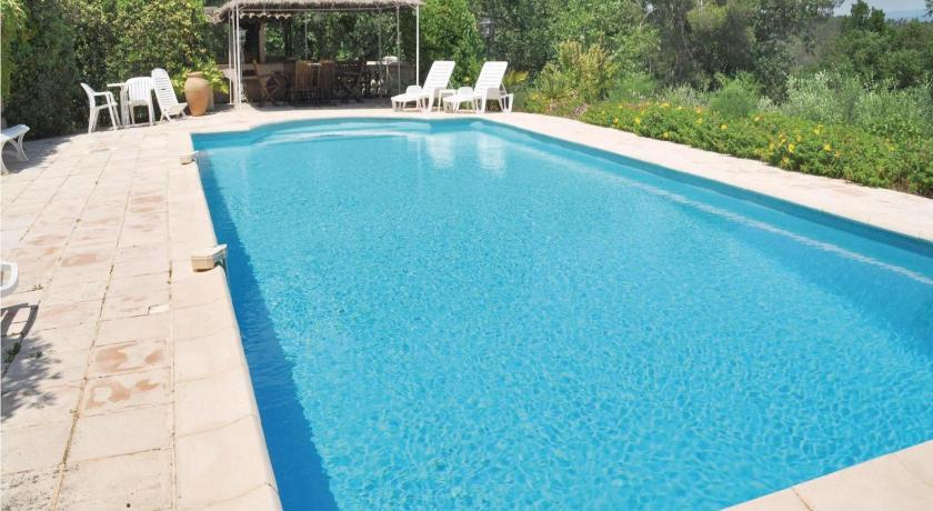 Swimming pool Holiday Home La Roureé
