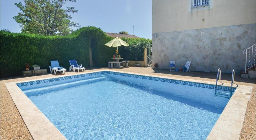 Piscina Two-Bedroom Holiday Home in Codognan