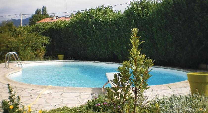 Swimming pool Holiday home Vinca 97 with Outdoor Swimmingpool