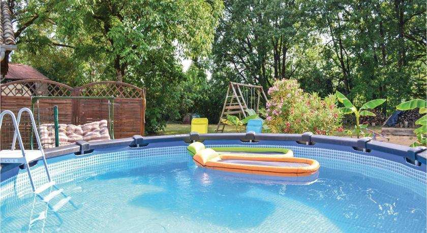 Swimming pool Two-Bedroom Holiday Home in Verfeil sur Seye