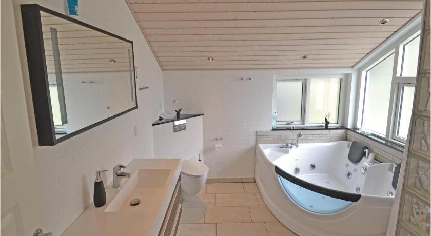 Bathroom Holiday home Skovduevej Farsø X
