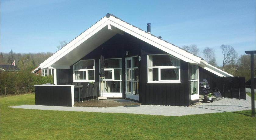 Holiday home Pøt Strandby Juelsminde SA