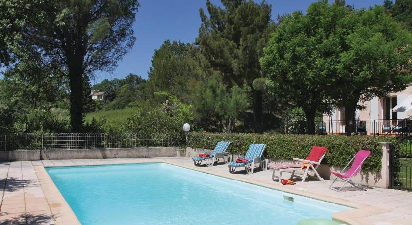 Swimming pool Three-Bedroom Holiday home Montelimar with a Fireplace 04