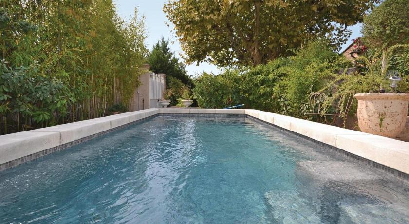 Piscina Holiday Home Cheval Blanc Chemin Du Milieu