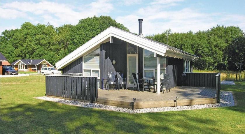 Holiday home Pøt Strandby Denmk