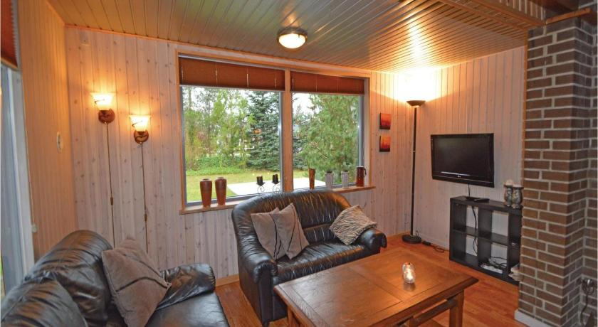 Three-Bedroom Holiday home Fårvang with a Fireplace 09