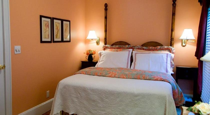 Standard Queen Room - Guestroom Quintessentials Bed and Breakfast and Spa