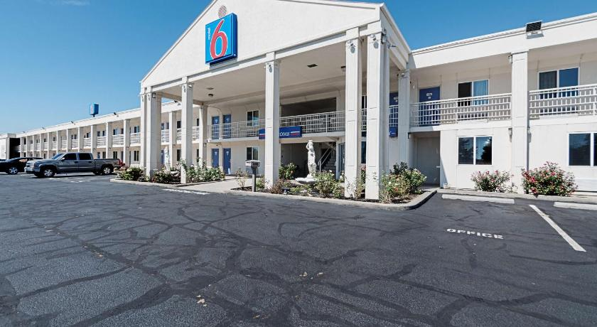 More about Motel 6 Martinsburg