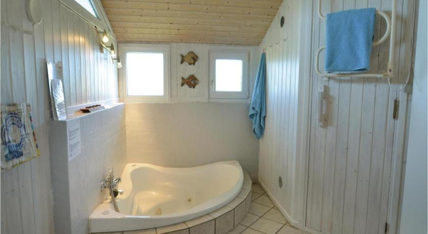 مسبح Holiday home Svenstibakkevej I