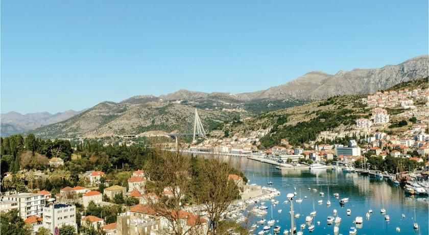 Two-Bedroom Apartment Dubrovnik with Sea View 07